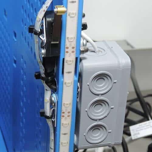 Stromabschaltung an Schutzbox vormontiert