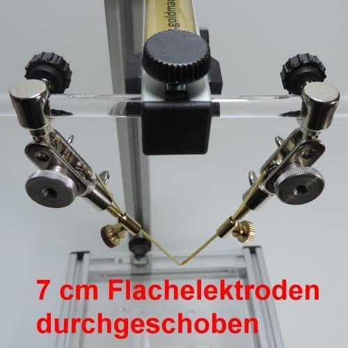 7 cm flachen Goldelektroden durch den Adapter durchgeschoben