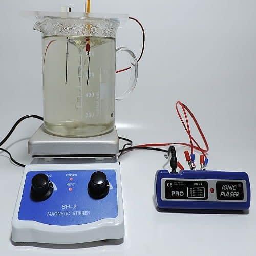 Goldelektroden in Elektrodenplatte eingespannt und mit Silbergenerator verbunden